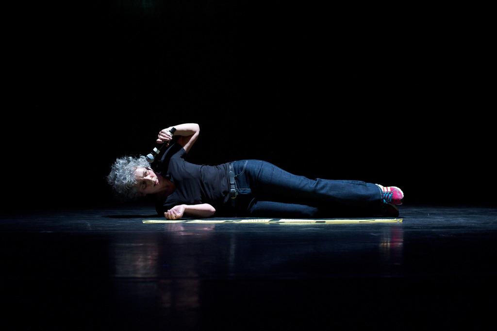 Fra forestillingen 50 Acts, Af og med Wendy Houstoun / Foto: Chris Nash