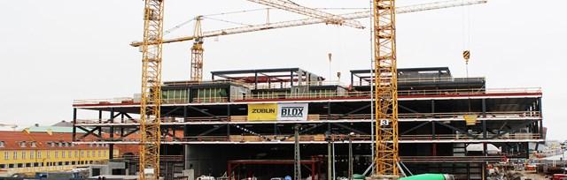 staal-og-beton-bag-facaden