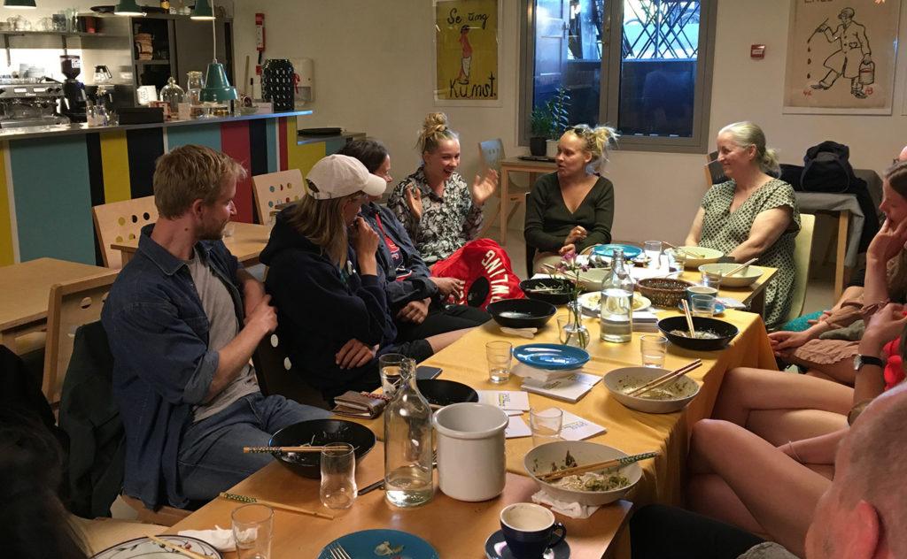 Meet, Eat and Talk / Dansehallernes dialogaftener, som afholdes løbende henover sæsonen.