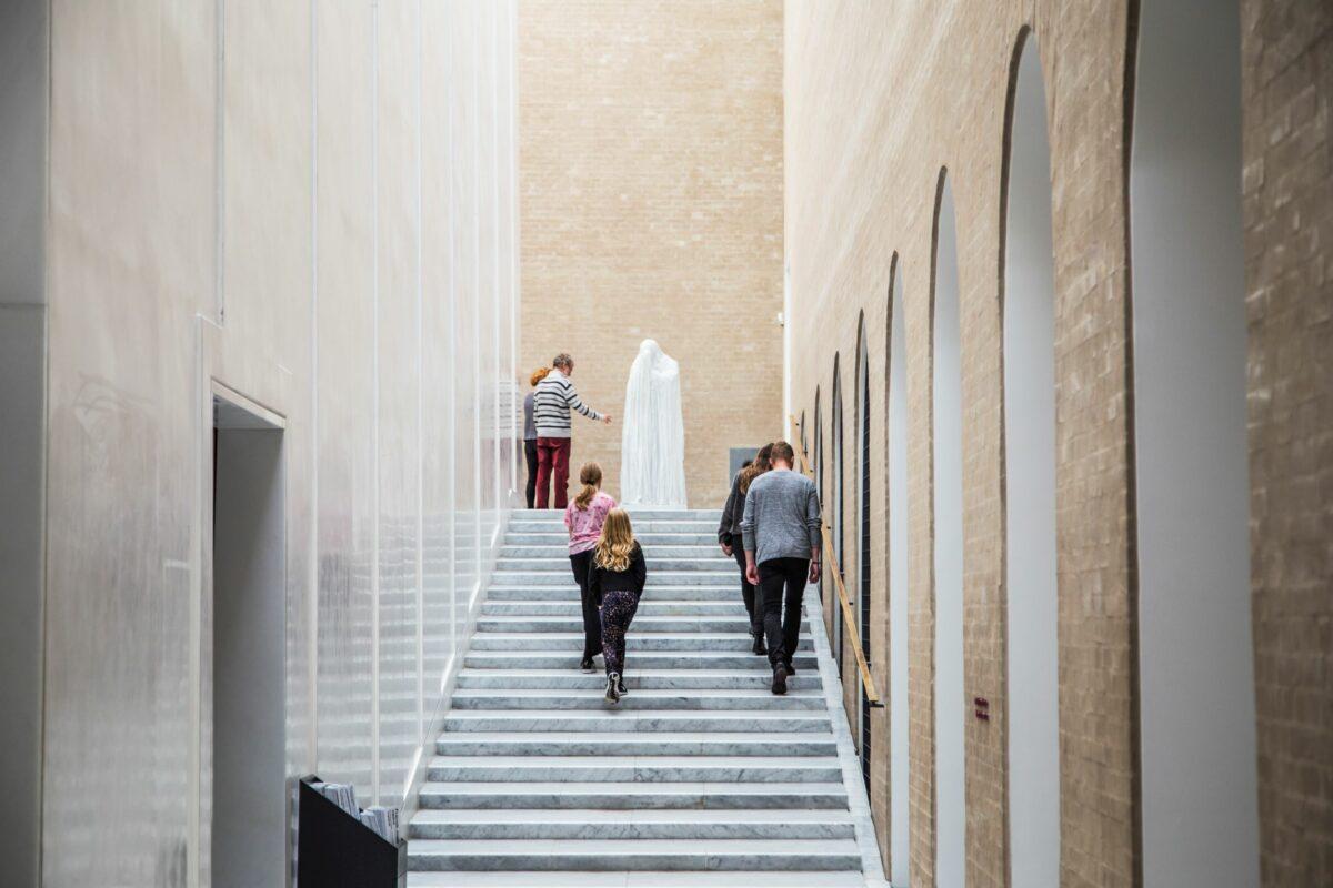 Glyptoteket søger studentermedarbejder til museets moderne afdeling og særudstillingsprogram